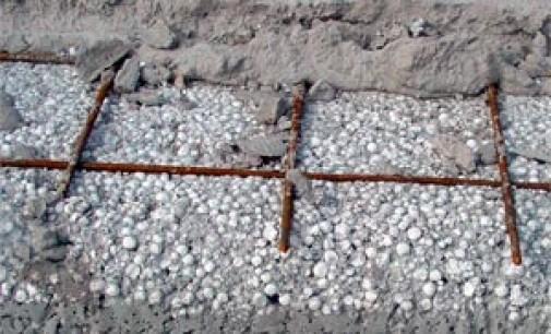 Правильное использование сетки и фибры при выполнении работ по армированию бетонной стяжки