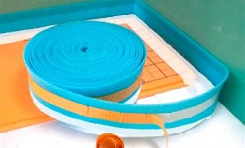 Укладка демпферной ленты при монтаже теплого пола