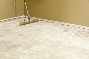 Укладываем линолеум на бетонный пол